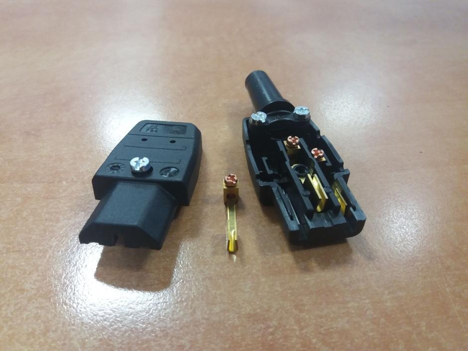 Imagine Conector de alimentare 230V/F IEC C13 mama-1